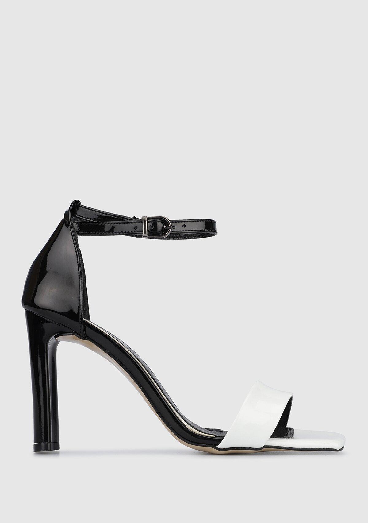 resm Siyah-Beyaz Kadın Topuklu Sandalet